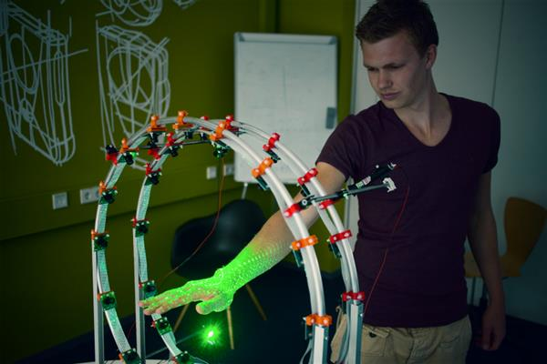 Student designs 'Curatio' 3D hand scanner equipped with